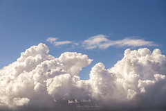 En las nubes (Mimadeo) Tags: cloud clouds cloudscape cumulonimbus sky air heaven cumulus atmosphere background climate fluffy day blue nobody environment stormy beautiful white sunny beauty scenic sunlight cloudy copyspace copy space nature weather