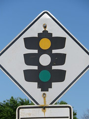 Badly weathered 'Traffic Lights' warning sign on Chatswood Cr, Kidman Park (RS 1990) Tags: adelaide southaustralia thursday 6th october 2016 kidmanpark valettard trafficlights signals chatswoodcr sign old weathered faded