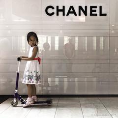 Singapore (ale neri) Tags: street aleneri self chanel asian people child singapore streetphotography alessandroneri
