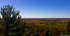 Everywhere Fall (Saydryk Photography) Tags: fall automne autumn feuille leaf arbre tree ciel sky bleu blu orange rouge red vert green sapin pine rigaud mount mont horizon paysage landscape
