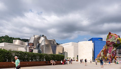 Guggenheim-Bilbao south (Rainer ) Tags: guggenheimmuseum frankogehry architektur arquitectura architecture puppy jeffkoons bilbao baskenland provinzbizkaia bayofbiscay biskaya ngc espaa spanien spain espagne color sommer2016 rainer
