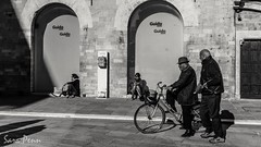 #nikon #life #peoples #street #photography #photo #fotografia #biancoenero #bycicle #strada #italy #umbria (penn.sara) Tags: nikon street bycicle peoples fotografia italy umbria photography biancoenero strada photo life