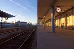 point de fuite- 2 en 1 (evemariebodet) Tags: horloge rail point de fuite horizon gare quai lumiere