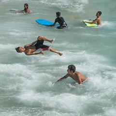 Beach Ninja (Oliver Leveritt) Tags: nikond7100 afsdxvrnikkor18200mmf3556gifed oliverleverittphotography hawaii oahu waikiki waikikibeach