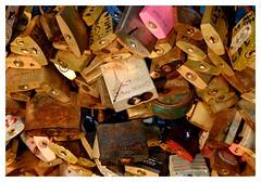 L'preuve du temps 2 (Photocg) Tags: cadenas amour corrosion markandlouise toureiffel cadenasdamour