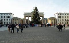 Weihnachtsbaum am Brandenburger Tor 3.12.2016 (rieblinga) Tags: berlin brandenburger tor weihnachtsbaum weinachten 2016 mitte unter den linden