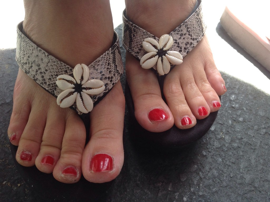 Toes Asian 74