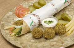 (hummus.refi) Tags: restaurant beans restaurants bean madina saudi arabia jeddah falafel liver saudiarabia hummus    yanbu  saudia            almadina                  hreficom  hrefi hummusrefi