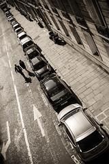 Rendez-vous qui sait (mouzhik) Tags: street shadow blackandwhite bw paris cars canon couple strada noiretblanc ombra streetphotography nb ombre rua autos rue coches parijs rendezvous voitures pars zemzem wagen  photoderue muzhik pary rdv mujik parys  ulica caille   pariisi strase   photographiederue  parizo moujik fotografiadistrada strasenfotografie  mouzhik      pars rendezvousquisait y  prizs y
