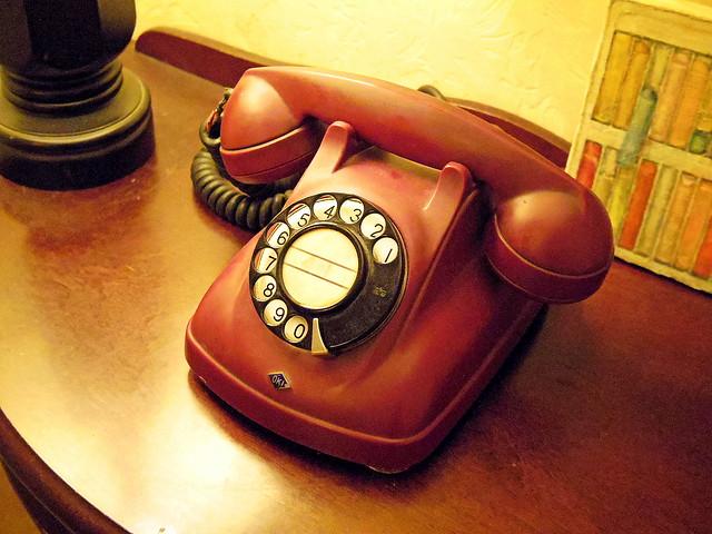 「お電話差し上げる」は正しい敬語表現なのか・使い方と例文