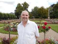 Phil. Bourges. Jardin de l'htel de ville. (Only Tradition) Tags: france berry frankreich centre frana cher frankrijk francia franca 18000 franciaorszg  frana