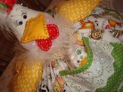 Galinha cobre bolo / cobre prato. (Jack Fashion atelier) Tags: linhas galinha embroidery artesanato feltro boneca patchwork bichos tecido bordado trabalhosmanuais cobrebolo galinhacobrebolo cobreprato