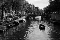 Barca sui canali (rafpas82) Tags: holland amsterdam holidays barca bn agosto netherland olanda biancoenero vacanze 2014 d7000 35mm18g