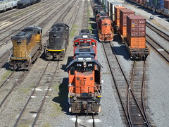 Skittles in Joliet (Robby Gragg) Tags: ic 1000 joliet ble eje 878 703 gp382 sd70 sd382