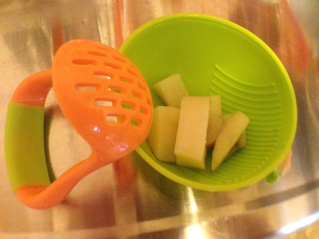 把馬鈴薯切塊@Nuby 鮮果園系列副食品工具