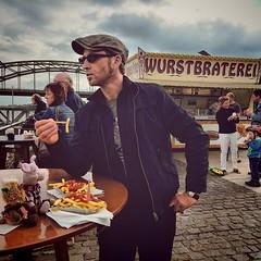 Stilecht anner Wurstbraterei Station gemacht.  Freddy Schenk & Max Ballauf waren grad nicht zugegen, um ihr Feierabendbier zu genießen. Die Pommes waren trotzdem legger.  #travel #travelblog #travelingram #traveltheworld #kiratontravel #kiraton #tatort #p