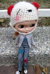 Blythe knitted cardigan (ripple_tina) Tags: bear hat knit jeans overalls blythe dungarees cardigan overall rippletina