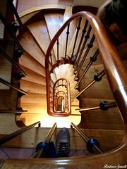 Paris (barbispinelli) Tags: paris france up stairs stair escalera upstairs francia vacations vacaciones departamento escaleras dpto