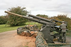 Vickers QF 3.7 inch AA Gun (Grumman G1159) Tags: fortpaull vickers qf37inch quickfire antiaircraftgun 94mmcalibre weapon cannon gun antiaircraft