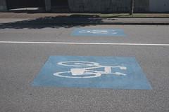 P1290118 (Jusotil_1943) Tags: bicicletas seales trafico suelo