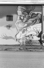 2016-10-24-0011 (alexdotbarber) Tags: 1500 35mm danblack hue huemuralfestival houston houstonurbanexperiencemuralfestival ilforddelta100 voigtlanderbessar3a voigtlandernoktonclassic40mmf14 blackandwhite f4 mural rangefinder streetart