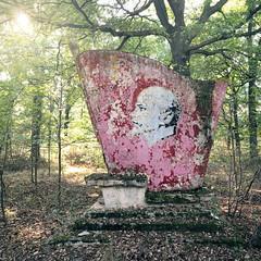 Denkmal / memorial (Jo Datou) Tags: gssd lenin memorial denkmal marode mural wandbild verlassen abandoned