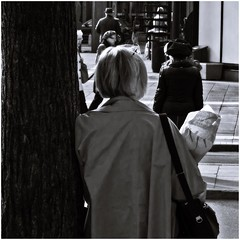 Waiting with flowers (Per sterlund) Tags: bnw bw baw street streetphotography stockholm sweden monochrome mono square squareformat city flowers people gatufoto