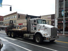 Kenworth T800 (JLaw45) Tags: lorry american americantruck americas americanvehicle truck transport vehicle kenworth kenwortht800 t800 commercialvehicle americanlorry paccar domestic 6x4 rigid white conventionalcab boston massachusetts bostonmetroarea cambridge newengland northeast unitedstates northeasternunitedstates usa beantown mass