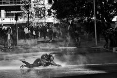 Santiago de Chile (Alejandro Bonilla) Tags: monocromo monocromatico blancoynegro bn blackandwhite santiago street santiagodechile sam streetphotography santiagochile