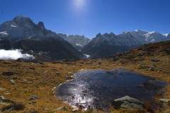 The Mont-Blanc range with fall colors is waiting for the big white ! (Claude Jenkins) Tags: breathtakinglandscapes reflets reflections chamonixmontblanc highmountains eau water lake automne autumn fall seaofice merdeglaces nikon d750