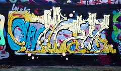 HH-Graffiti 3173 (cmdpirx) Tags: hamburg germany reclaim your city urban street art streetart artist kuenstler graffiti aerosol spray can paint piece painting drawing colour color farbe spraydose dose marker throwup fatcap fat cap hip hop hiphop wall wand nikon d7100 crew kru throw up bombing style mural character chari outline