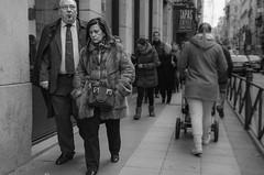 (Miguel Modrego) Tags: wow candid spain madrid españa social street callejera urbana urban smoke black white byn bn blanco y negro nikkor nikon d7000 outdoor airelibre exploring explore explorando ngc