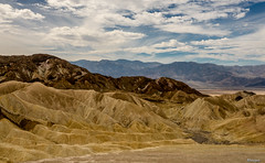I like this place and could willingly waste my time in it!   Shakespeare. (moniquevantorenburg) Tags: deathvalley zabriskiepoint nationalpark california sand rocks zand rots landscape roadtrip landschap m43 mft microfourthirds olympusomdem5markii olympus1250mm moniquevantorenburg monique clouds wolken unitedstates verenigdestaten lagen layers