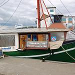 Sassnitz - Alter Fähr- und Fischereihafen (11) - Fischbrötchenverkauf thumbnail