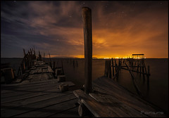 Frio o calor?cielo o infierno? izquierda o derecha? Tu eliges (el_farero) Tags: blue sky portugal port stars puerto warm nightshot choose carrasqueira