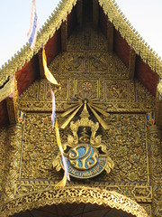 Gorgeous Buddhist art on the wat (shankar s.) Tags: thailand southeastasia buddhism chiangmai wat highstreet buddhisttemple norththailand buddhistart buddhistshrine watbuppharam buddhistreligion chiangmaistreet buddhistfaith chiangmaitraffic downtownchiangmai