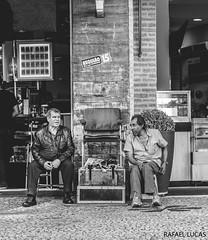 (RMLucas) Tags: brazil urban blackandwhite bw man men brasil canon eos pessoa pessoas downtown centro pb curitiba urbana rua parana homem pretoebranco 6d streetphotographer bocamaldita fotgrafoderua rmlucas