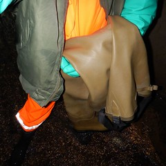 Chameau-oliv-Kanal2230 (Kanalgummi) Tags: underground rubber jacket gloves worker bomber exploration sewer waders hiviz kanalarbeiter bomberjacke gummihandschuhe chestwaders goutier wathose