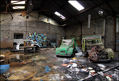 Soez (LF crew) - 2CV (Chrixcel) Tags: graffiti garage abandon 2cv lf graff voitures urbex carcasses friche 2chevaux lafirme soez