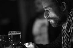 Dialogue (Alexis Fabien Olivier) Tags: portrait blackandwhite bar noiretblanc candid telephone streetphotography summicron versailles dxo inconnu leicar photographiederue dxofilmpack summicronr90 leicalense baradoz sonya6000