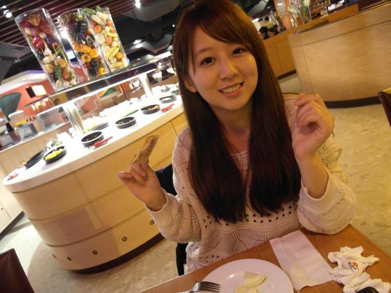 Koobii人氣嚴選86【文化大學─王姵雰】甜美可愛的開心果女孩