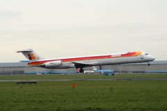 EC-FJE MD-88 Iberia (corkspotter / Paul Daly) Tags: amsterdam douglas ams ib iberia mcdonnell eham md88 ibe 53197 ecfje
