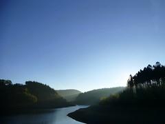 Erste Sonnenstrahlen ber der #HasperTalsperre. Das Bild macht kein Filter besser. #nofilter #Sun #sunlight #earlybird #earlymorning #dusk #hagen #talsperre #See #lake #sauerland #breckerfeld #ennepetal #sunday #stravaphoto #cycling #igersmtb #igersgerman (Atomaffe23) Tags: erste sonnenstrahlen ber der haspertalsperre das bild macht kein filter besser nofilter sun sunlight earlybird earlymorning dusk hagen talsperre see lake sauerland breckerfeld ennepetal sunday stravaphoto cycling igersmtb igersgermany bluesky water mtb mountainbike