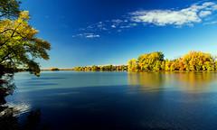 Autumn Splendor / Splendeur automnale (BLEUnord) Tags: paysage landscape rivire river richelieu bleu blue automne autumn montrgie canon eos 5d mark iii qubec provincedequbec tdesindiens
