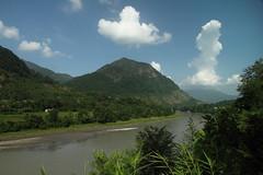 Ro Marsyangdi. Nepal (Txaro Franco) Tags: nepal ro river marsyangdi ibaia asia montaa mendia mountain nwn martesdenubes cloud nube clouds nubes hodeia hodeiak green weather