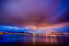 2016.10.24 Walking into the Night (Tony.L Photography) Tags: sony ilce a7markii a7m2 sonya7m2 a7ii fullframe 35mm zeiss fe1635 f4 za oss sonyimages macau city night citynight blue hour bluehour long exposure photography images chillout chilling rainy