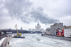 Cloudlet over the spire (Varvara_R) Tags: weather cold frost ice river architecture pointofview sky clouds day nopeople moscow russia city center moody sonyrx100m3