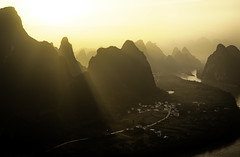 Xiangtangshan to backlight. (Massetti Fabrizio) Tags: guilin yangshou yangshuo guangxi china cina landscape landscapes backlit light sunrise sun mountain river phaseone iq180 rodenstock red rosso yellow giallo guanxi