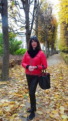 Falling leaves / Feuilles mortes (french_lolita) Tags: black leather legging red jacket