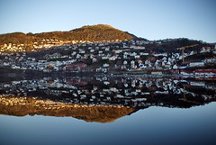 Land & sjø -|- Land & sea (erlingsi) Tags: land bergen bellevue fjellveien reflection speiling spegling norway